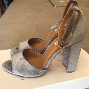 Brand new Steve Madden crush velvet block heel